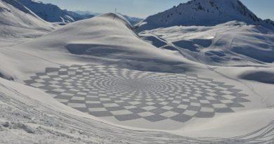Simon Beck i jego unikalna sztuka geometrii na śniegu