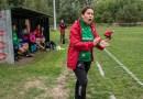 Pani Aneta na co dzień pracuje jako fizyk jądrowy, po pracy prowadzi męski zespół piłkarski