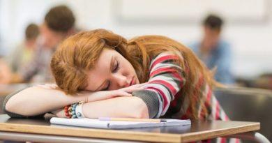 Nauczyciel pozwolił dzieciom spać na lekcji i postawił im za to szóstki