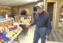 Mężczyzna od 50 lat robi drewniane zabawki, które rozdaje w święta dzieciom z ubogich rodzin