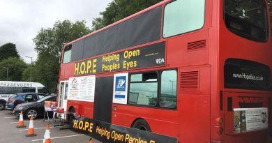 Przerobili piętrowy autobus na sypialnię dla bezdomnych
