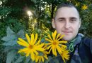 Wędrowiec, pisarz, czarodziej, ekolog. Polak uczy ludzi jak rozmawiać z drzewami