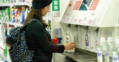 W sklepach Rossmann stanęły automaty do napełniania butelek