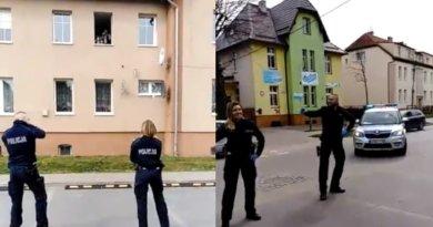 Policjanci zatańczyli dla dzieci na kwarantannie. HIT INTERNETU!