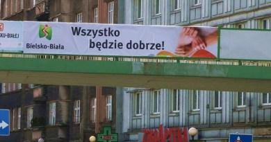 """Banery z napisami """"Wszystko będzie dobrze"""" zawisły w Bielsku- Białej!"""