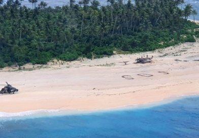 """Znaleźli się na bezludnej wyspie. Uratował ich napis """"SOS"""" na piasku"""