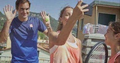 Włoskie tenisistki zaskoczyły pomysłowością, grając na dachach budynku. Teraz zaskoczył je Roger Federer