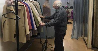 92-letni krawiec miał coraz mniej zamówień. Jego los odmieniła jedna z klientek