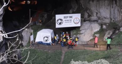 ciemnej jaskini