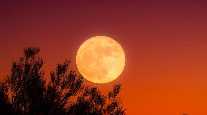 Pełnia krwawego księżyca