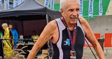 80-latek po złamaniu kręgosłupa wziął udział w triathlonie