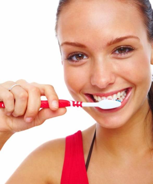 15 dentysta stomatolog zdrowe zeby szczotkowanie fot lewis pr