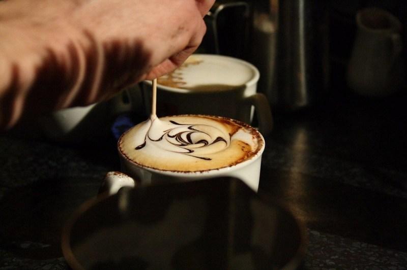 Dziela sztuki malowane na kawie