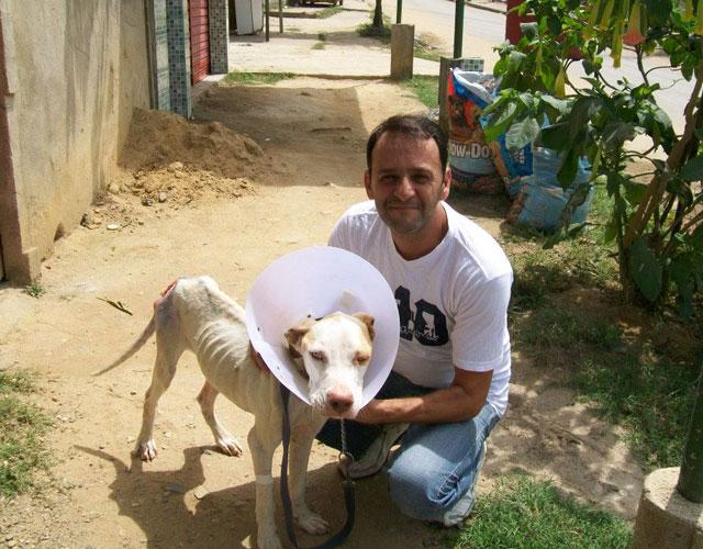 Wilson Martins Coutinho con pit bull davi