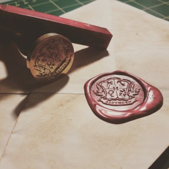 Enveloppe et sceau pour les enveloppes volantes