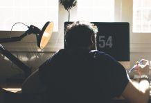 Por qué razón no hay que permanecer mucho tiempo sentado (Foto: Pixabay)