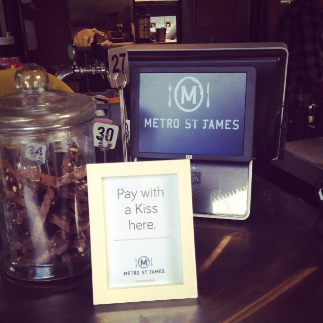payez votre café avec un bisou - metro st james
