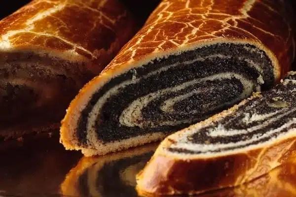 Plats traditionnels de Noel en Hongrie: le begli gateau aux noix