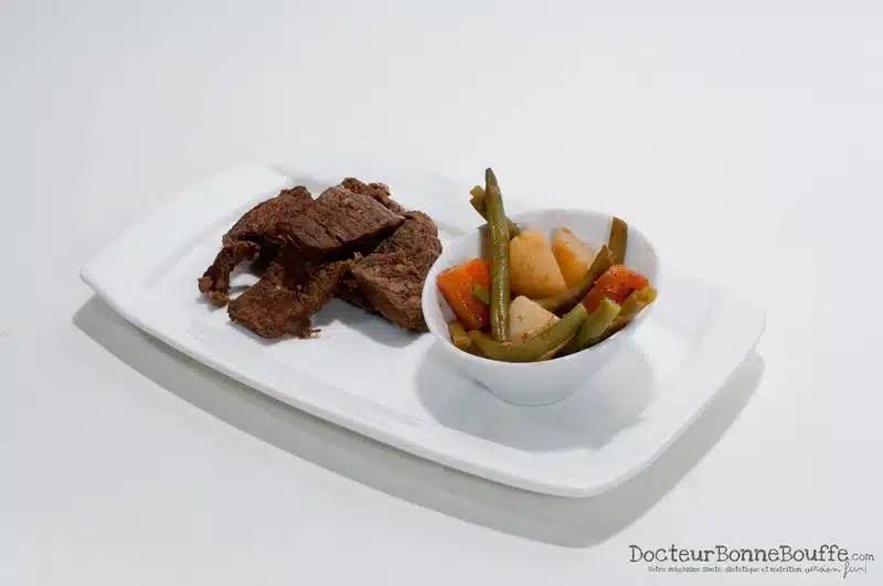 A la découverte de Les Petites Casseroles - par DocteurBonneBouffe: Emincé de bœuf et légumes juste poêlés, sauce bulldog maison