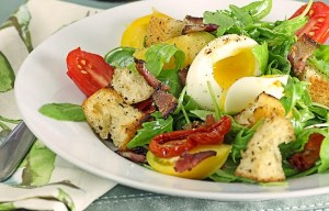 Salade tomates oeuf lardons