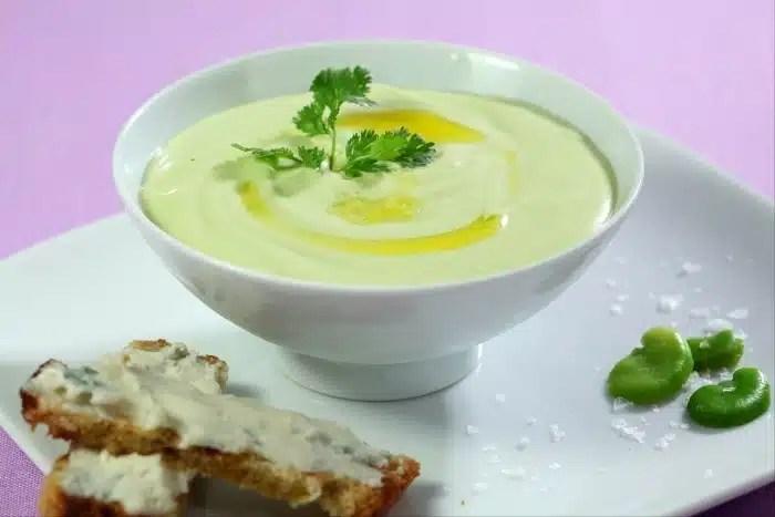 Crème de fèves et crostini au gorgonzola