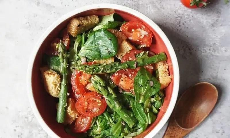 salade de mâche aux asperges recette