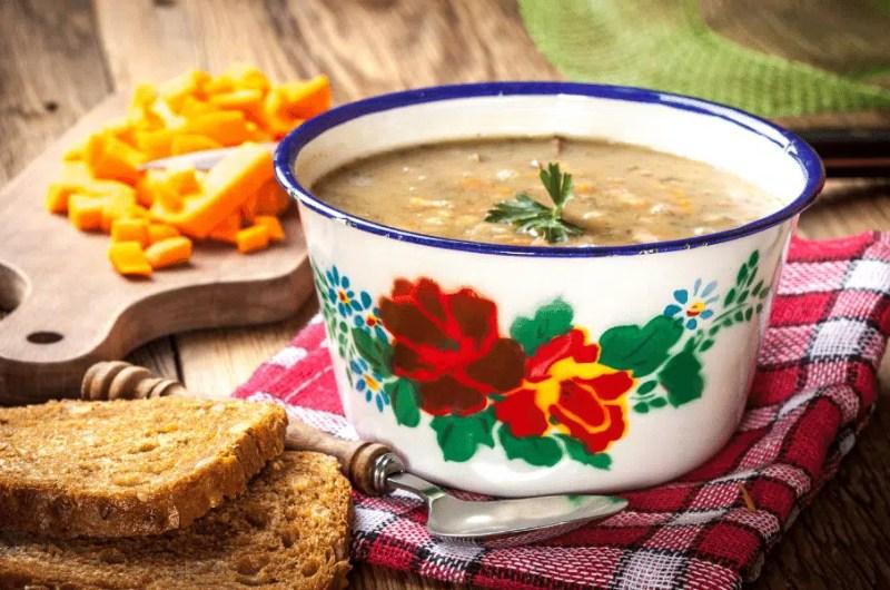 Grochówka végétarienne, soupe polonaise aux pois cassés