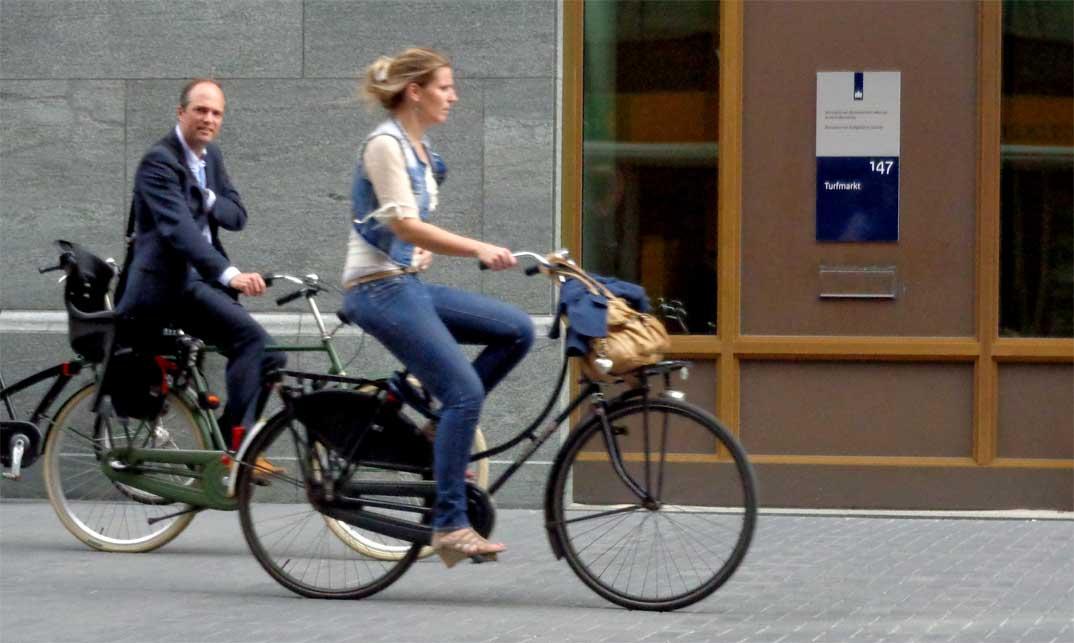 Bicicletas urbanas, el encanto de la ciudad sobre dos ruedas.