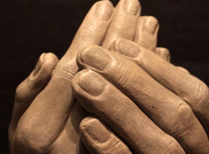 hands-1201826_1920