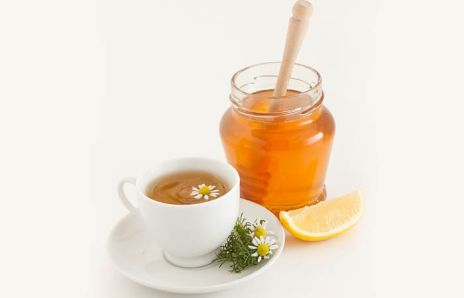 Chamomile tea with honey