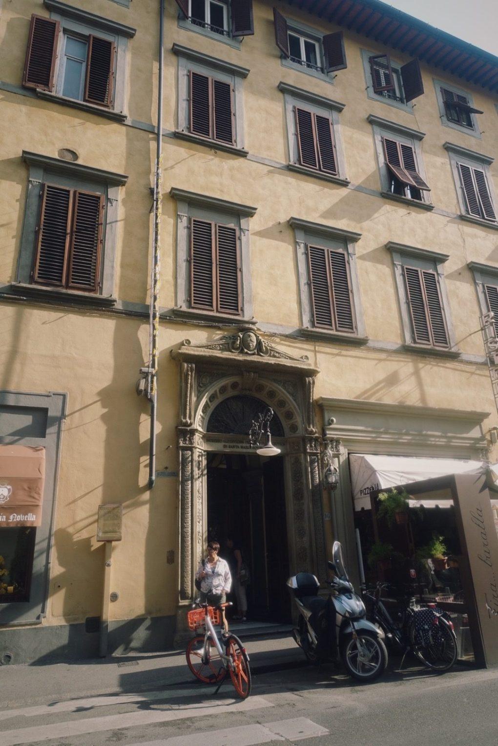 サンタマリアノヴェッラ薬局 フィレンツェ本店 世界最古の薬局 スカーラ通りツェ本店 世界最古の薬局 エントランス