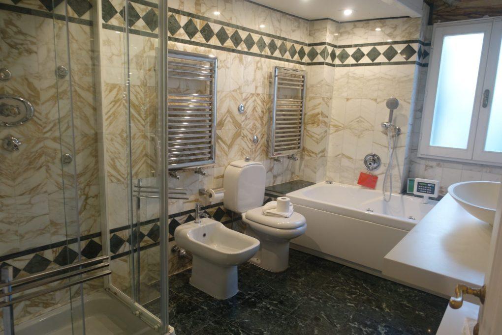 フィレンツェ アパートメント バスルーム