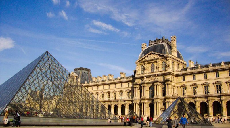 As pirâmides do Louvre