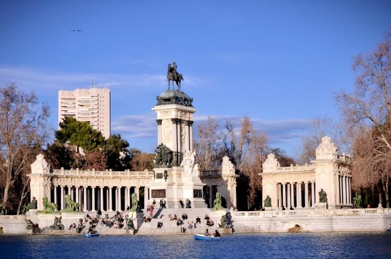Retirement Park Madrid Pond Monument Europe