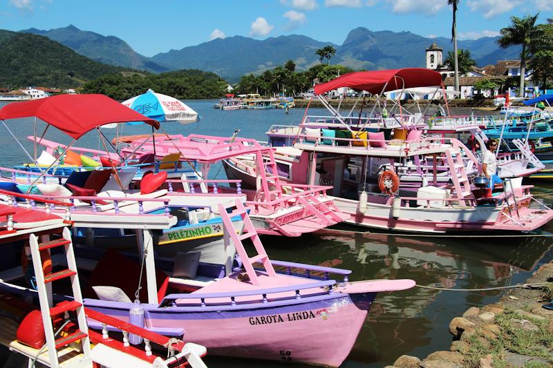 Barquinhos coloridos de Paraty