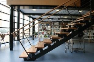Bibliothèque Cours-la-Ville escalier