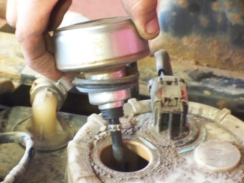 medium resolution of 1999 dakota fuel filter