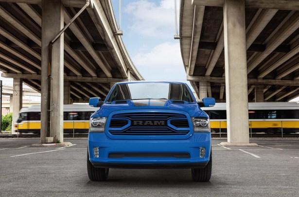 dodgeforum.com 2018 Ram 1500 Hydro Blue Sport 2