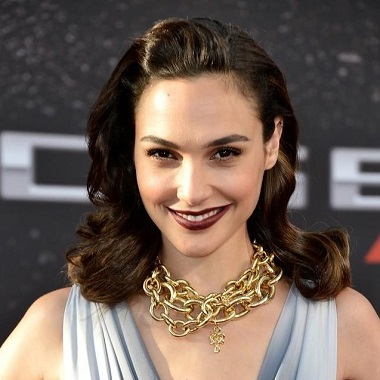 Gal Gadot Biography   Know more about her Personal Life, Husband, Children, Age, Movies, Wonder Woman, Fast and Furious, MTV, Height, Net Worth, Ethnicity, gif, young,