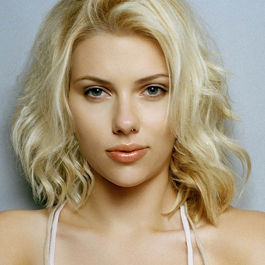 Scarlett Johansson Biography, husband, movies, net worth, marriage, avengers, awards, nude, actress, singer, model, hot, young.