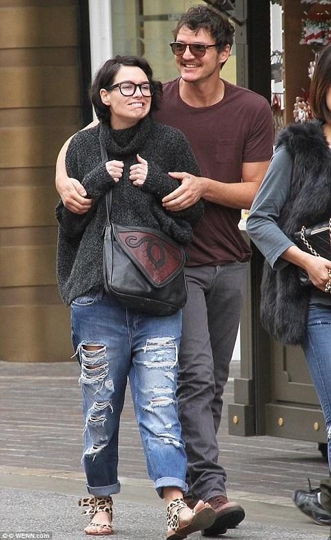 Pedro with his girlfriend, Lena Headey