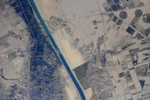 Opening the Suez Canal by the Moon's Gravity
