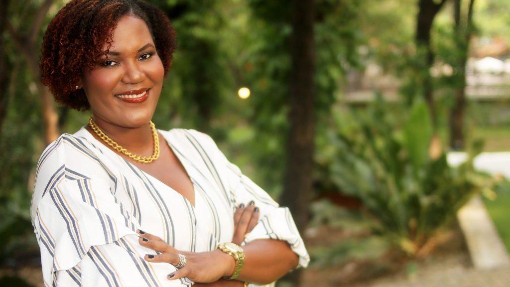 Djunelle Isidor nous apporte du neuf, ENTR'ELLES ET FEMME D'INFLUENCE sur un plateau d'argent.