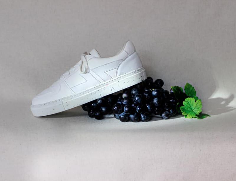 Une française invente des baskets à base de déchets de raisins