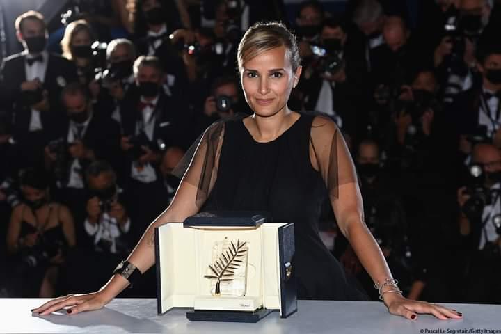 Cannes 2021 : La réalisatrice Julia Ducournau part avec la Palme d'or