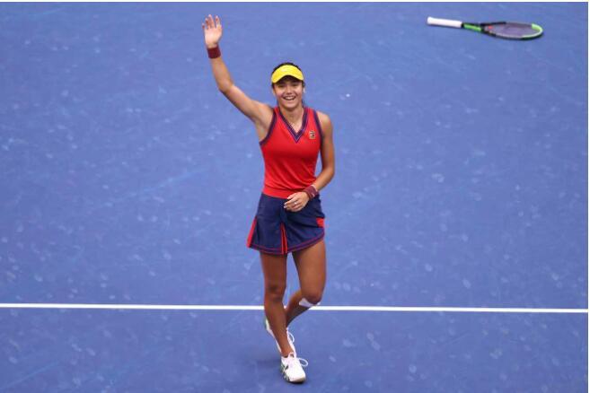 Tennis : Emma Raducanu, 18 ans et première joueuse issue des qualifications à gagner un titre du Grand Chelem