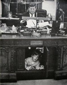 oval-office-desk-kennedy
