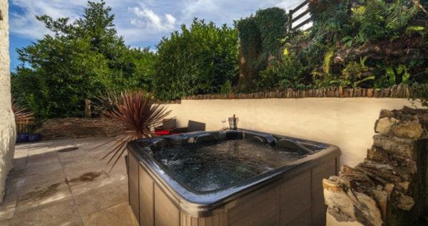 Hot tub at Old Lanwarnick