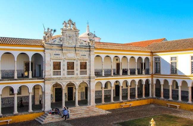 Universidad de Évora.