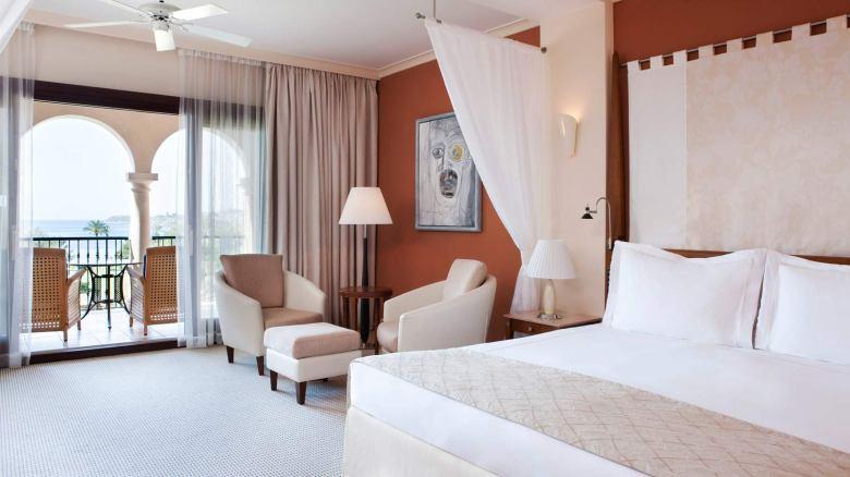 Junior Suite, St. Regis Mardavall (Mallorca).